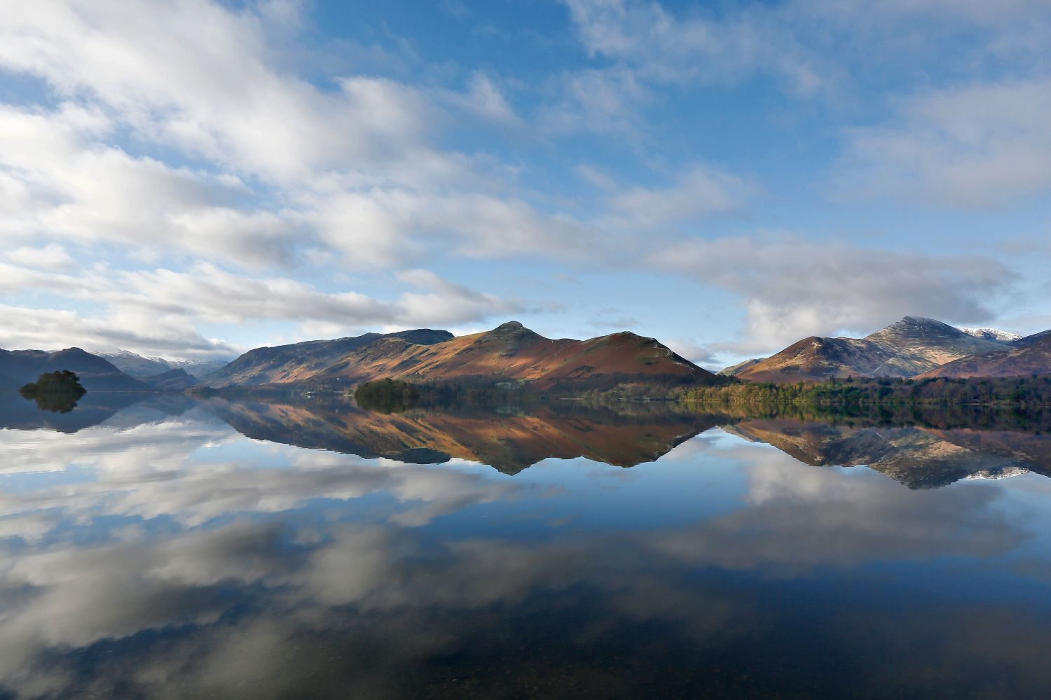 A view across Derwentwater from Strandshag Bay with a backdrop of Catbells and Causey Pike.