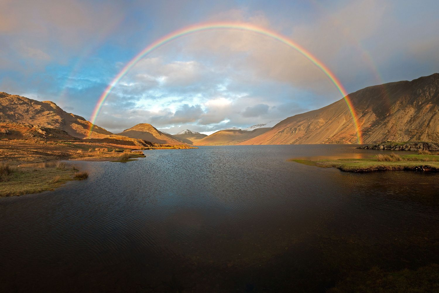 Full circle rainbow over Wastwater