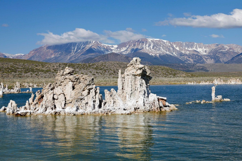 Tufa Coloumns at Mono Lake - an intriguing Phenomena