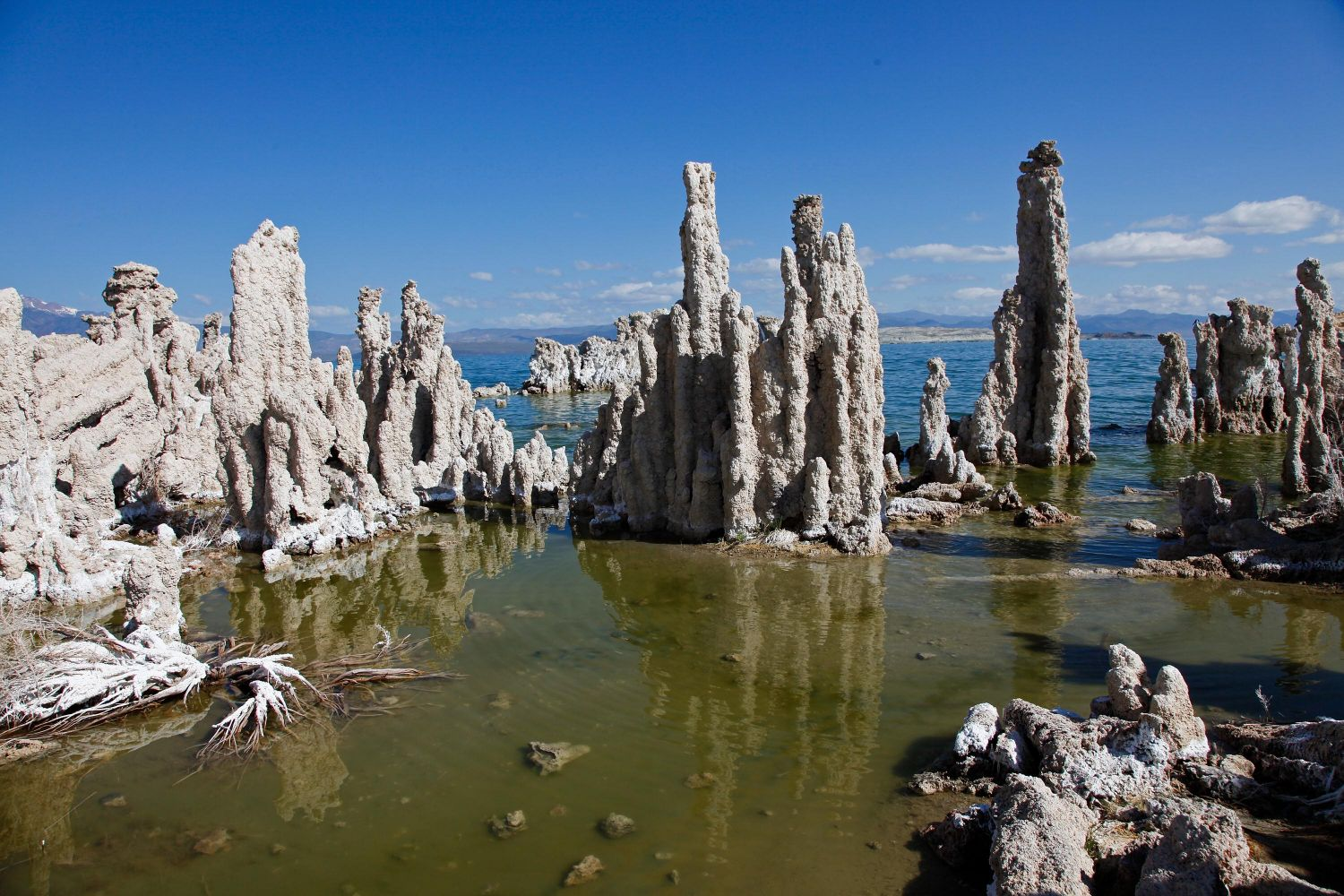Tufa Stacks at Mono Lake an intriguing phenomena